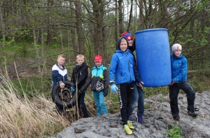 Røråstoppen barneskole ryddet strendene på Langøya